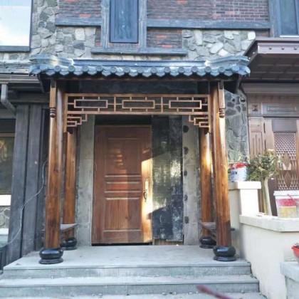 圆柱定制门楼户外防腐木碳化木门头仿古旅游景点饭店装饰