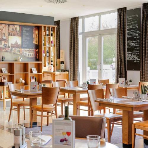 简约现代酒店餐厅桌椅