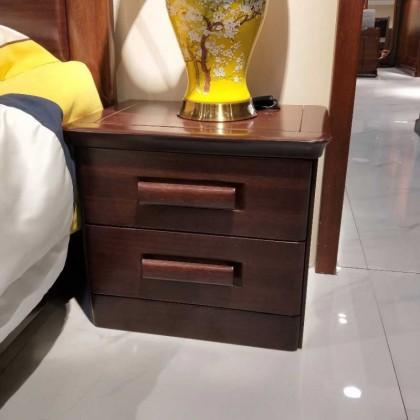 紫金檀床头柜。
