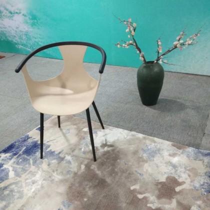 新中式暖白塑料椅