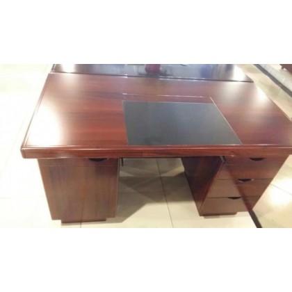 桃木色办公桌