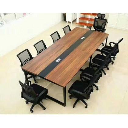 黑口字大会议桌。