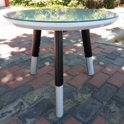 黑色马丁腿三角桌