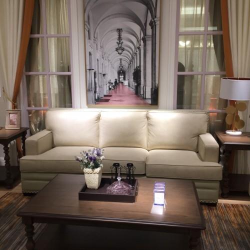 时尚美式浅色三人位沙发-简约三人位(皮)沙发UP10403