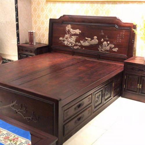 1.8米双人床雕刻鸳鸯古典红木婚床11