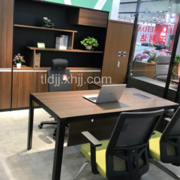 新款更新中办公桌1