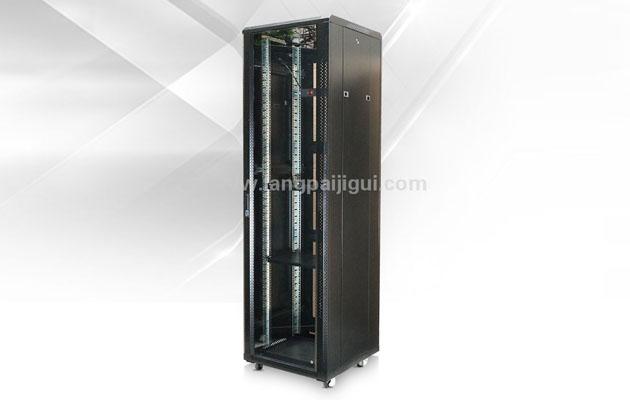 成都市狼牌服务器机柜厂家浅谈机箱机柜需要承担的辅助功能